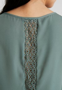 ONLY - CAMILLA DETAIL - Blouse - balsam green - 5