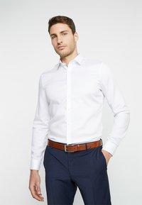 OLYMP - OLYMP NO.6 SUPER SLIM FIT - Koszula biznesowa - white - 0