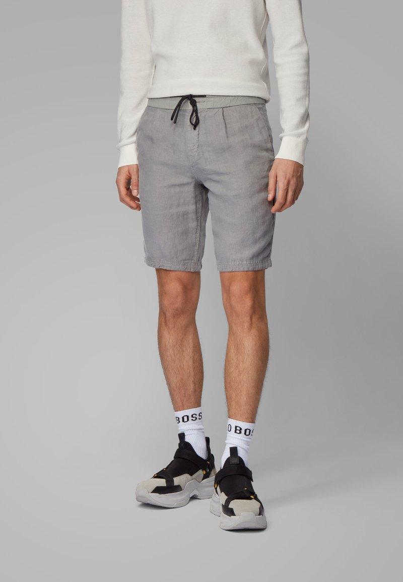 BOSS - SYMOON-SHORTS1 - Shorts - grey