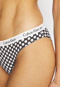 Calvin Klein Underwear - CAROUSEL 3 PACK - Briefs - black/blu cantrel/bright magent - 6