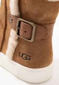 UGG - AIKA - Bottines - chestnut - 5