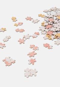 TYPO - 1000 PIECE PUZZLE - Jiné doplňky - light pink - 3