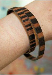 LAIMER - LAiMER Wickel-Armband aus Sandelholz - S1109 - Bracelet - brown - 2