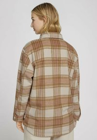 TOM TAILOR DENIM - CHECKED OVERSHIRT - Summer jacket - camel rose check - 2