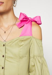 Who What Wear - OFF THE SHOULDER DRESS - Shirt dress - cedar/doll pink - 5