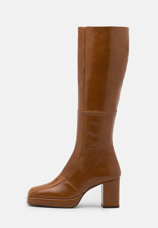 KAY PLATFROM KNEE HIGH BOOT - Platåstövlar - tan