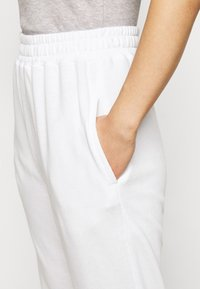 Missguided Petite - 2 PACK BASIC JOGGER - Pantaloni sportivi - white/black - 5