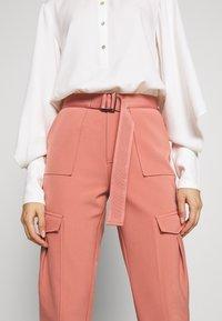 Holzweiler - SKUNK - Cargo trousers - dust pink - 5