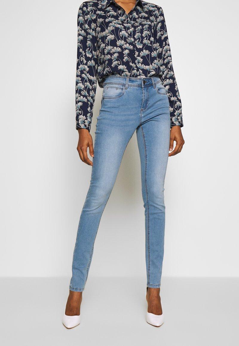 Noisy May - NMJEN  SHAPER - Jeans Skinny Fit - light blue denim