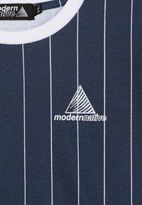 Modern Native - SUB TEE WITH SCREEN PRINT - Print T-shirt - blue - 4