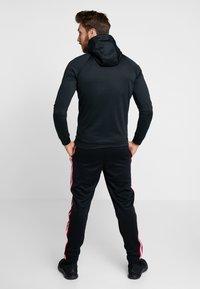 Jordan - JUMPMAN SUIT PANT - Træningsbukser - black/white/gym red - 2