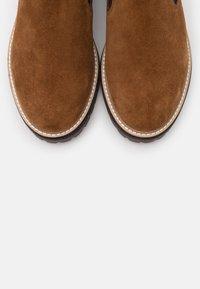 Copenhagen Shoes - FALL  - Stivaletti con plateau - cognac - 5