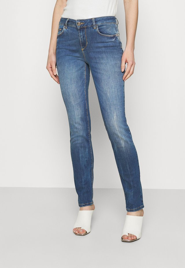 MAGNETIC - Jeans a sigaretta - denim blue join wash