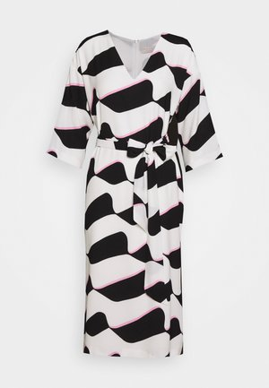 GRAPHIC WAVE SHIFT - Day dress - mono