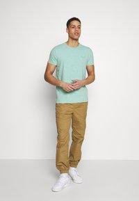 Superdry - VINTAGE CREW - Basic T-shirt - fresh mint space dye - 1