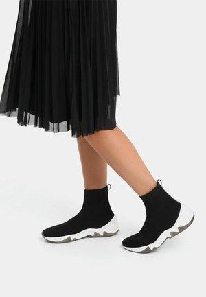 Vysoké tenisky - black
