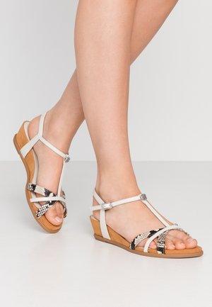 BINAR - Sandály na klínu - ivory