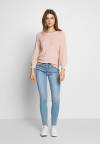 Vero Moda - VMTANYA PIPING - Slim fit jeans - light blue denim - 1