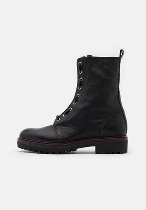 Šněrovací kotníkové boty - ranger nero