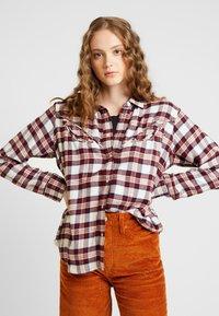 Levi's® - DORI WESTERN SHIRT - Button-down blouse - patridge herringbone_v2 sandshell - 0
