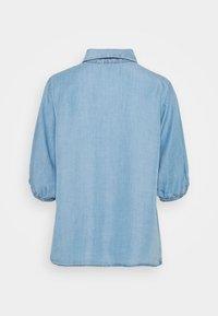 Cream - AMIRA BALLON SLEEVE - Camisa - blue denim - 1