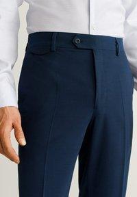 Mango - SLIM FIT ANZUGHOSE AUS WOLLSTOFF - Suit trousers - tintenblau - 3