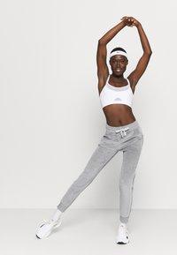 Champion - CUFF PANTS LEGACY - Spodnie treningowe - mottled grey - 3