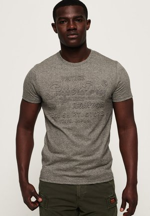 MIT PRÄGUNG - Print T-shirt - grey