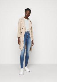 Vero Moda Tall - VMLUX SLIM JEANS - Džíny Slim Fit - medium blue denim - 1
