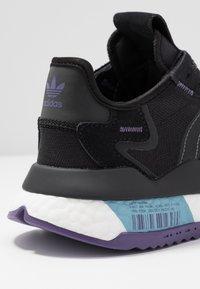 adidas Originals - NITE JOGGER  - Sneakersy niskie - tech purple/core black/grey five - 2