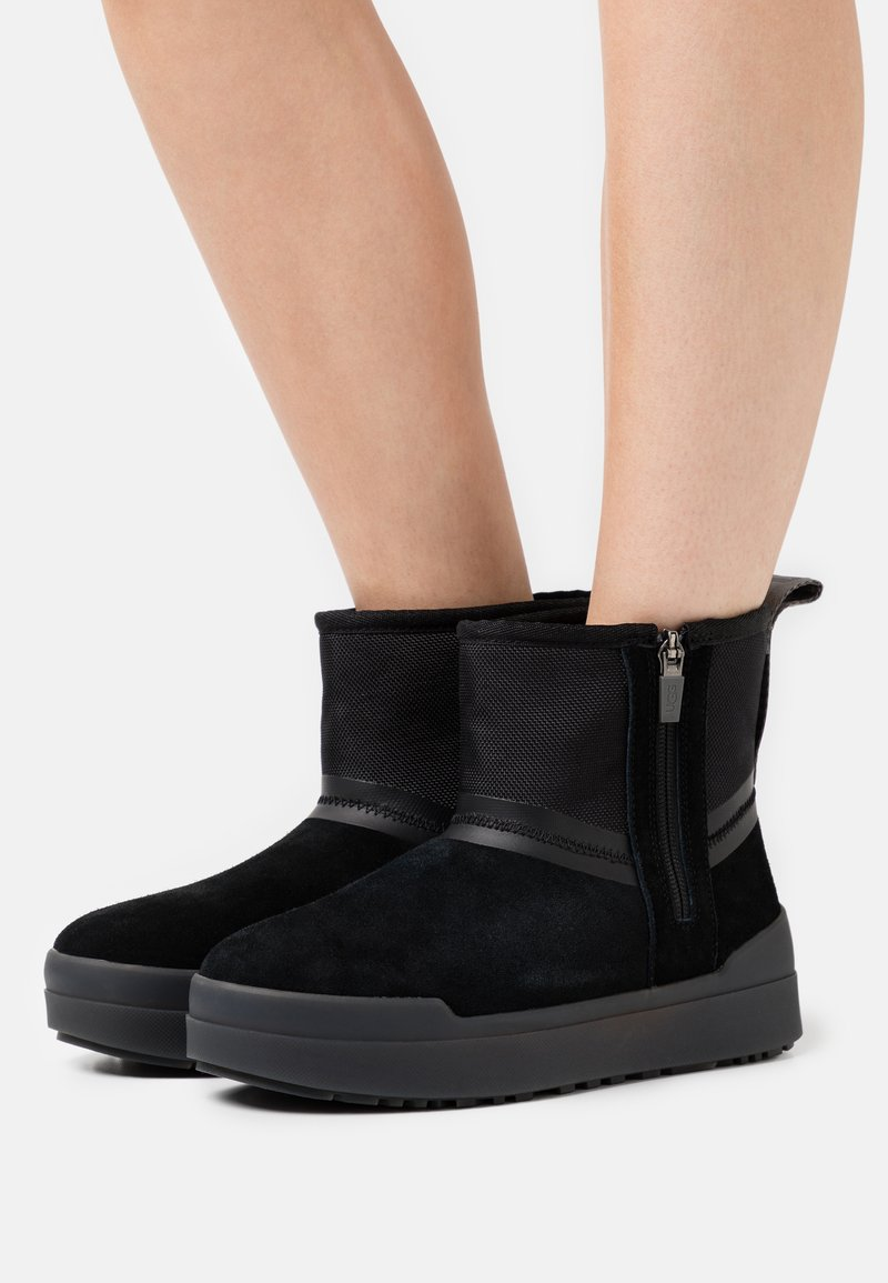 UGG - CLASSIC TECH MINI - Winter boots - black