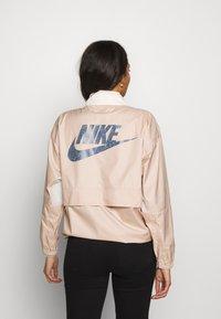Nike Sportswear - Windbreaker - shimmer/pale ivory/fire pink - 2