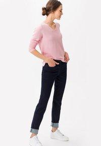 BRAX - STYLE SHAKIRA - Slim fit jeans - clean dark blue - 1