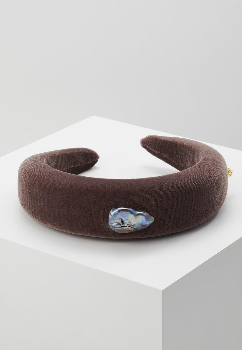WALD - INDIRA GANDHI HEADBAND - Hair styling accessory - chestnut brown