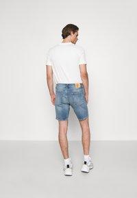 NN07 - JOHNNY SHORTS  - Denim shorts - blue denim - 2