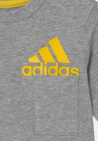 adidas Performance - SUM SET UNISEX - Camiseta estampada - grey/yellow - 3
