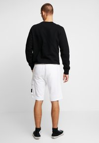 Calvin Klein Jeans - MONOGRAM PATCH - Kraťasy - bright white - 2