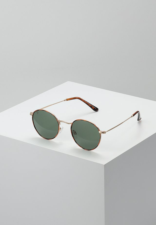 LIAM - Aurinkolasit - turtle brown/green