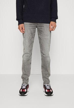 SLIMMY TAPERED - Slim fit jeans - legend grey