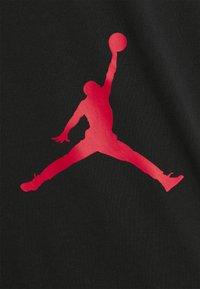 Jordan - AIR STRETCH CREW - Print T-shirt - black/white/gym red - 2