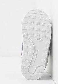 Nike Sportswear - RUNNER 2 - Zapatillas - photon dust/iced lilac/off noir/white - 5