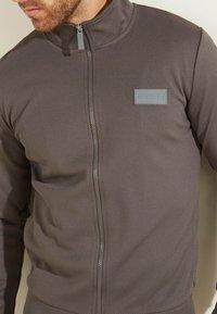 Guess - Zip-up hoodie - dunkelgrau - 3