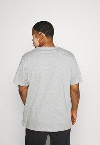 Pier One - 5 PACK - Basic T-shirt - khaki/grey/dark blue - 2