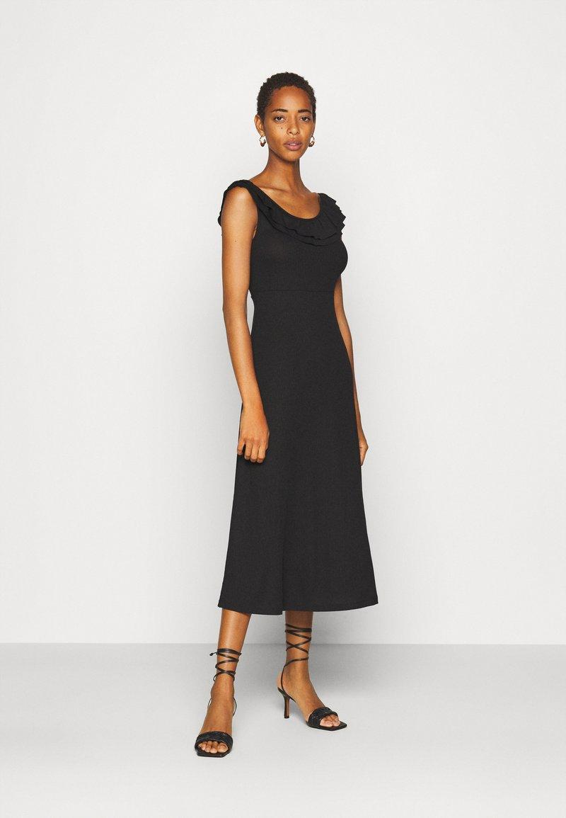ONLY Tall - ONLFIESTA DRESS - Žerzejové šaty - black