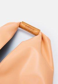 MM6 Maison Margiela - JAPANESE BAG CLASSIC - Velká kabelka - rose - 4