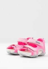 Camper - OUS - Dětské boty - pink - 3