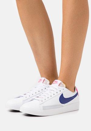 BLAZER - Sneaker low - white/concord/hyper pink/pure platinum/black