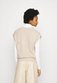 Moss Copenhagen - ENITA VEST - Print T-shirt - oatmeal - 2