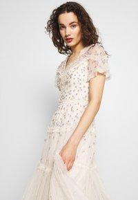 Needle & Thread - RUFFLE GLIMMER DRESS - Vestido de cóctel - offwhite - 3