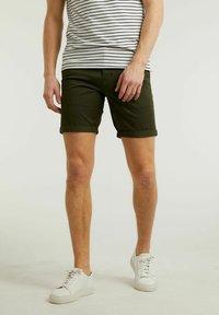 CHASIN' - Shorts - green - 0